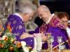 abbraccio-vescovo-cardinale